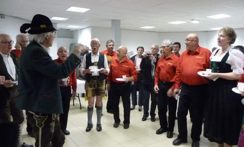 Willy dirige Liedertafel et Fiesta mêlés